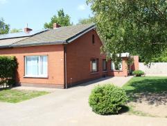 Op een rustige locatie in Minderhout vinden we deze knusse, instapklare woning op een zonnig perceel van ca. 487 m². Ideale starterswoning. Klein