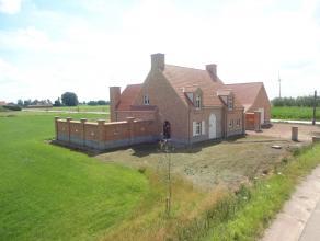 Nieuwe casco woning, gelegen op perceel ca 2.065 m², op unieke rustige locatie, met prachtig vrij uitzicht over de landerijen. Er is tevens een m