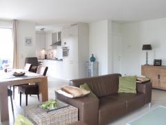 Gezellig en lichtrijk gelijkvloersappartement in het centrum gelegen op rustige locatie, met o.a. 2 slaapkamers, 2 parkeerplaatsen en mooi ruim terras