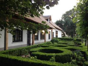 MEERSEL-DREEF: Prachtig totaal gerenoveerde langgevelhoeve op landelijk gelegen perceel van 5.068 m². De woning werd van kop tot teen smaakvol 'g