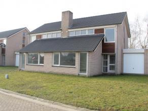 Eigentijdse HOB-nieuwbouwwoning met 3 slaapkamers, uiterst rustig gelegen in de gezellige dorpskern van Minderhout. De woning is gelegen in een doodlo