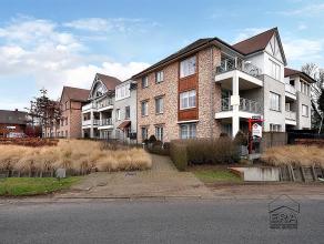 Residentieel en ruim gelijkvloersappartement (ca. 153 m²) met o.a. 3 slaapkamers, terras en ondergrondse parkeerplaats. U treedt het appartement