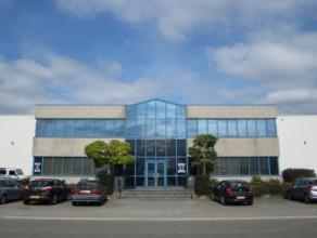 Ruime bedrijfsloods (6200 m²) met kantoorruimte (464 m²), opsplitsen van bedrijfsruimte mogelijk (2 x 3100 m²) Huurprijs: bedrijfsruimt