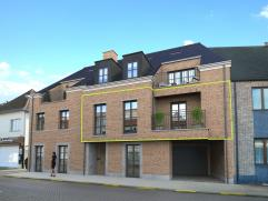 Ruim appartement (104m²) met 2 slaapkamers en mooi dakterras in het centrum van Tielen.  Het appartement maakt deel uit van een stijlvol kleins