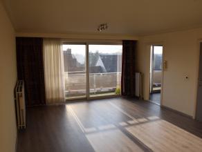 Zeer ruim volledig VERNIEUWD appartement (105m²) op de derde verdieping met drie slaapkamers en afsluitbare garage in het centrum van herentals.