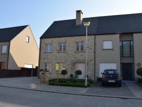 Recente zeer verzorgde woning in zeer rustige wijk te Schoonbroek in Retie. De woning bestaat gelijkvloers uit een inkomhal, een zeer ruime woonkamer