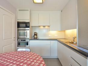 Prachtig, modern 2-slaapkamerappartement centraal gelegen te Zeebrugge. Vanuit de living geniet men van een open zicht. De keuken is voorzien van alle