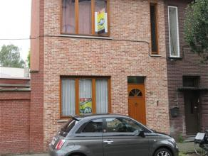 650euro: in het centrum gelegen nette instapklare stadswoning met koertje - ruime woonkamer - recente keuken en badkamer - 2 slaapkamers op de eerste