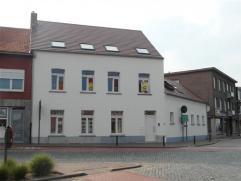 ruim en licht nieuw appartement op de eerste verdieping, gelegen in de pittoreske beschermde dorpskern van Gierle, het gebouw heeft de allure van een