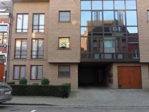 Molenstraat 73 bus 2 : 650 euro + 25 euro gemeenschappelijke kosten, recent appartement op de eerste verdieping -LIFT - 2 slaapkamers - garage - vlakb
