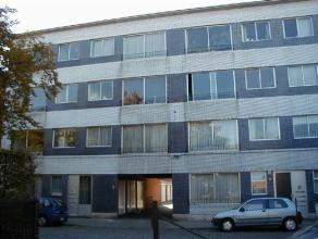 euro 465: Zandstraat 87 bus 7: appartement op de derde verdieping rechts - garage 8L- balkon -2 slaapkamers - vrij - EPC 338 kWh/m²