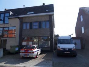 Varenstraat 58: euro 850 ruime half open bebouwing met tuintje - 4 slaapkamers - inpandige garage - ruime en lichte leefruimte en volledig ingerichte