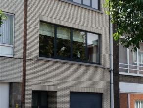 Deze woning moet u echt binnen gezien hebben ! Ze is volledig gerenoveerd met duurzame en degelijke materialen - Op de woonverdieping is er een luxe k