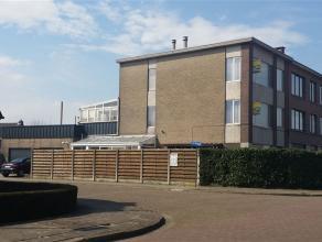 uniek multifunctioneel gebouw in een rustige wijk in Oud-Turnhout, momenteel ingericht als 2 appartementen + 2 garages. Ook ideaal voor zelfstandige o