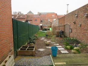 binnen sfeervol gerenoveerde rijwoning met diepe zonnige tuin - 2 ruime slaapkamers - de renovaties dateren van 2012 tot heden (ramen, vloeren, badkam