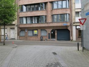 euro 645 + 50 euro kosten: ruim en net gelijkvloers appartement - 3 slaapkamers - badkamer met ligbad + douchekamer - apart toilet - berging - groot t