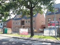 Prachtig duplex appartement in klein gebouw van slechts 2 appartementen met mooi dakterras. Op de eerste verdieping komt met via de privé inko