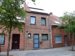 Recente woning in verkeersarme omgeving te Turnhout, maar toch dichtbij winkels, scholen en openbaar vervoer. Deze gesloten bebouwing werd herbouwd in