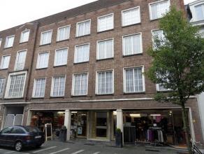 Leuk appartement op de 3e verdieping (lift aanwezig) in het centrum van Turnhout. Indeling: inkomhal, woonkamer, keuken, badkamer, berging/wasplaats e