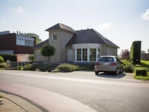 Nabij de Nederlandse grens vindt men deze recente woning met 4 slaapkamers en een volledige leefkelder van 131m². Het centrum van Minderhout en H