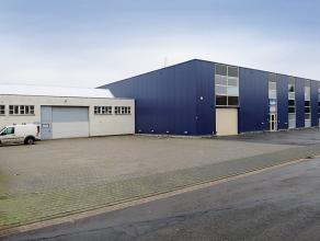 Een simi-industirële site van magazijnen en kantoorruimtes, samen of part te huur gelegen in een industriezone te Mechelen. De ruimte is toeganke