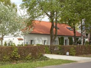 NIEUWE PRIJSGrote gerenoveerde woonboerderij, zeer rustig gelegen op een perceel van 3.300 m². Ruim bijgebouw geschikt voor bewoning (twee slaapk