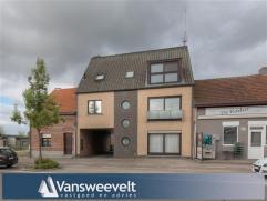 PROFITEER NU NOG VAN DE WOONBONUS (akte voor 31/12)!!!Instapklare duplex-appartement op enkele stappen van het centrum.  Moderne afwerking met o.a. dr