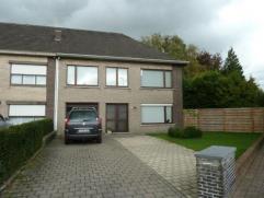 Goed onderhouden woning in een rustige straat niet ver van de ring rond Turnhout, met vier grote slaapkamers, garage en tuin. Huisdieren bespreekbaar.
