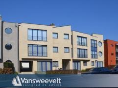Ruim en licht appartement op gunstige ligging in het centrum van Turnhout met twee grote slaapkamers, terras en garage. Zeer gunstige Epc-score: 103 k