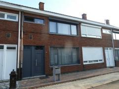 Rijwoning in een rustige straat maar toch vlakbij de ring van Turnhout met drie slaapkamers, terras/koer. EPC: 234 (kWh/m²jaar). Beschikbaar vana
