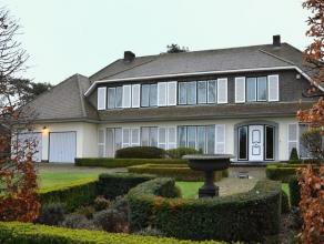 Met een perceelopp. van 2635 m² en een bewoonbare opp van maar liefst 478 m² is deze perfect onderhouden villa zéér geschikt v