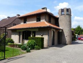 ** Nieuwe prijs ! ** Instapklare villa met o.a. 3 slpks, bureau en dubbele garage op een perceel van 1.381m² met zwembad, rustig gelegen in een &