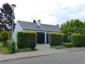 Instapklare woning, rustig gelegen op een perceel van 797 m².  Indeling met o.a. woonkamer met open keuken, ouderslaapkamer met badkamer op gelij
