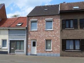Verzorgde stadswoning in een rustige straat in het centrum van de stad.  Indeling met oa 2 slaapkamers en een zonnig terras van 32 m².  Epc-score