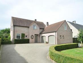 Charmante woning (bouwjaar 1996) landelijk gelegen te Zevendonk op een perceel van 1282 m².  Indeling met o.a. 5 slaapkamers, bureau en dubbele g