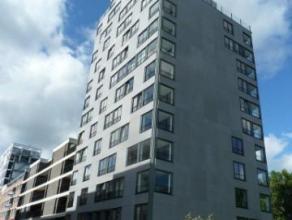 Rustig gelegen appartement aan de haven van Turnhout. Woonkamer, twee slaapkamers, terras, ondergrondse autostaanplaats. EPC 75. Gemeenschappelijke ko