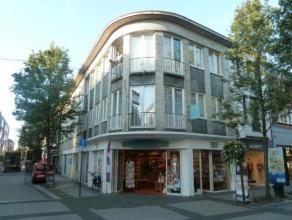 Groot tweeslaapkamerappartement op de eerste verdieping in het centrum van Turnhout. Geen huisdieren toegelaten.  Maandelijkse lasten (euro 100 per ma