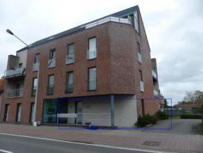 Modern kantoor/praktijkruimte aan de Grote Baan van Ravels op 5 min van de ring rond Turnhout. Inkomhal met toilet. Vooraan twee kantoorruimtes beide