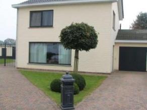 Rustig gelegen verzorgde woning in Zevendonk niet ver van de E34 (Antwerpen -Eindhoven). Woonkamer in L vorm, drie slaapkamers. Ruime tuin met groot t