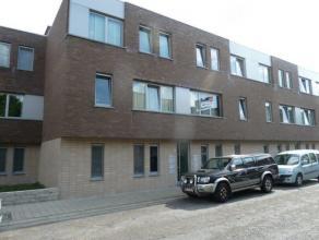 Appartement met twee slaapkamers, woonkamer, open keuken, badkamer, terras, ondergrondse autostaanplaats in het knappe Woonerf Molenberg. Lift. EPC: 1
