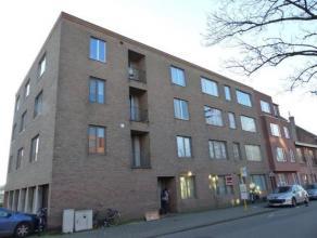 Gedeeltelijk gerenoveerd twee slaapkamer appartement met garage, op loopafstand van het centrum van Turnhout, vlakbij sportclub, bakker, slager, kruid