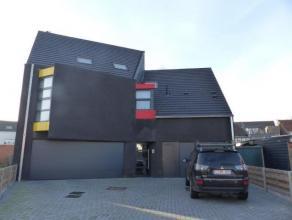 Nieuw klein appartementsgebouw met drie appartementen vlakbij het centrum van Oud-Turnhout. Duplex appartement met  twee slaapkamers ieder met eigen b