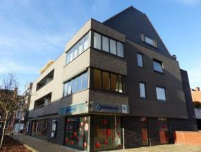 Appartement op de eerste verdieping, gelegen voor het cinemacomplex Utopolis. Centrum Turnhout, alsook de ring en de E34 (Eindhoven - Antwerpen). Slaa