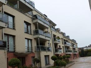 Rustig gelegen drie slaapkamer appartement in het centrum van Turnhout vlakbij scholen en winkels. Drie grote slaapkamers, terras, grote ondergrondse