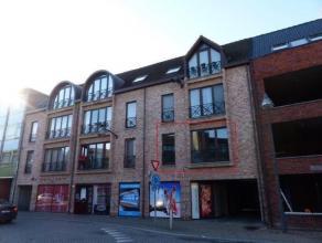 Eénslaapkamer appartement in het centrum van Turnhout. Inkom, badkamer, slaapkamer, open keuken, woonkamer, berging. Gemeenschappelijke fietsen
