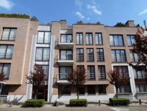 Mooi en perfect onderhouden appartement (122 m²) op de derde verdieping met twee slaapkamers, twee terrassen en een garage. Gemeenschappelijke ko