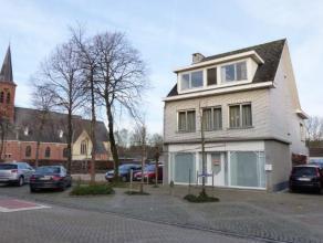 ** NIEUWE PRIJS ** LiggingGunstig gelegen in de dorpskern van Bouwel (Grobbendonk), nabij de E313, openbaar vervoer, station, scholen, ... .IndelingGe