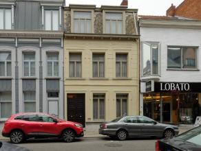 Statige herenwoning met 4 slaapkamers en praktijkruimte met gezellige stadstuin nabij het centrum. EPC 310 kWh/m²