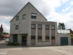 Praktijkruimte met ruim ingedeelde woning met o.a. 2 slaapkamers, 2 badkamers, ruime woonkamer en zonnepanelen op een fraai perceel van m² in Mol