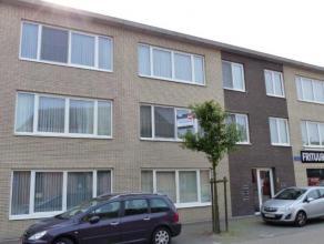 Ligging: In het centrum van Oud-Turnhout.Indeling: inkomhal, toilet, woonkamer, keuken, nachthal, twee slaapkamers, berging, terras.: Ruim tweeslaapka